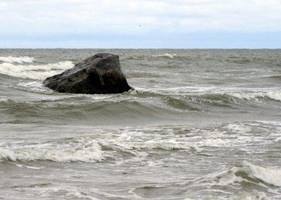 Pāvilosta - Labrags: Pāvilostas jūrakmens (Foto: Inese Andersone)