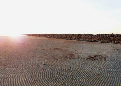 Ainažu mols un atkāpusies jūra