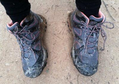 Izgājām samērā tīrām kājām, lai gan vietām grimām un bridām