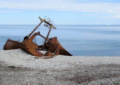 Salas krastos ir arī kuģu vraki (Foto: Zaiga Kaire)